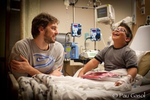 Pau visits children at CHLA